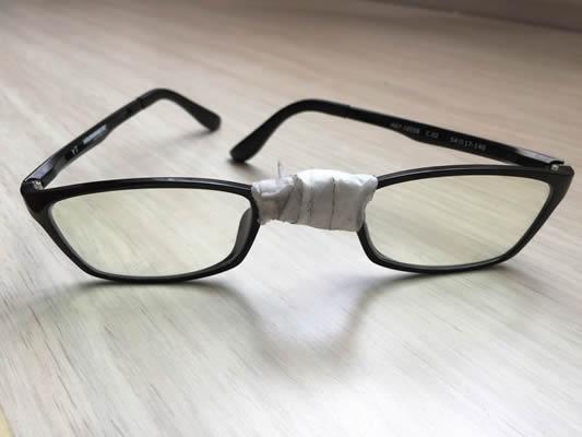 Eyeglass Parties doesn't let friends wear broken glasses